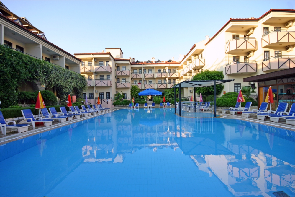 Prince Apart Swimming Pool